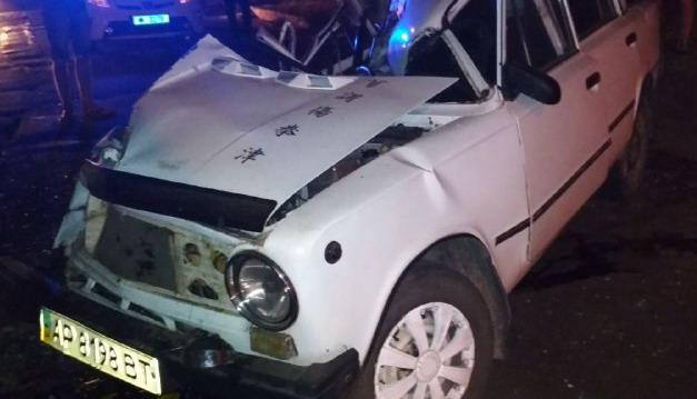 В Запорожье мертвецки пьяный водитель врезался в припаркованный грузовик