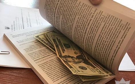 Житель Запорожья пытался откупиться от тюрьмы за 200$