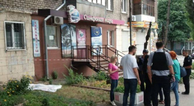 Трагедия на проспекте: в центре Запорожья женщина выбросилась из окна многоэтажки