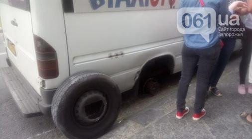 На Бородинском у маршрутки на ходу отлетело колесо