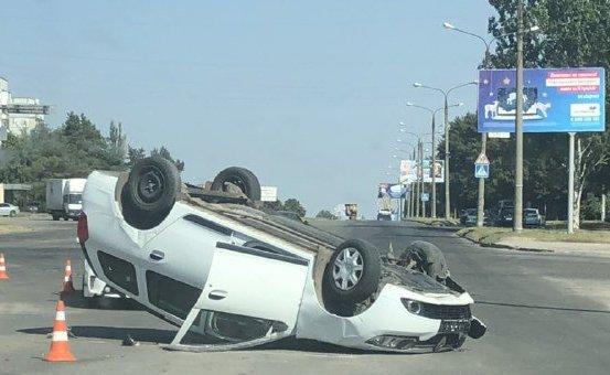 ДТП на Бабурке: Renault перевернулся на крышу