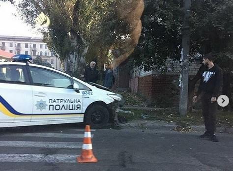 В Запорожье сотрудники полиции нарушили правила и разбили служебный Prius, — ФОТО