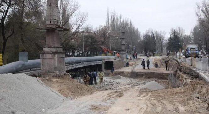 Реконструкция путепровода на Металлургов: строители демонтировали железнодорожный тоннель, – ФОТО