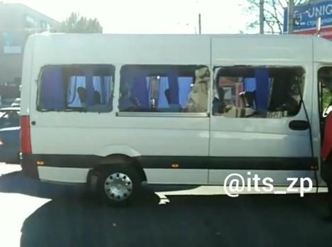 ДТП на площади Свободы: Токоприемник троллейбуса разбил стекло маршрутки