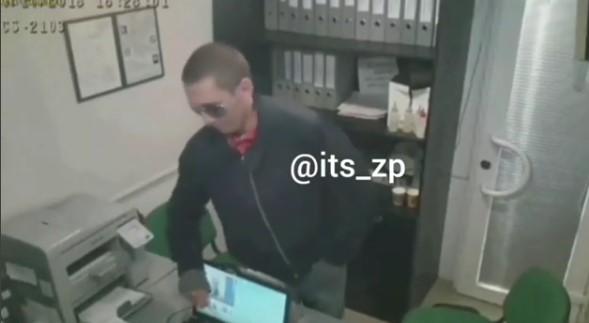 Б..дь не зли меня: в сеть попало видео ограбления «Готивочки» на Счастливой