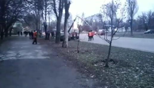 Массовое ДТП на Авраменко: водитель AUDI снес фонарный столб, — ВИДЕО