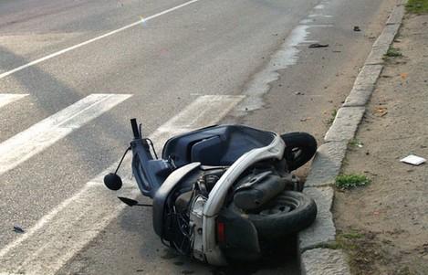 """В Гуляйполе водитель """"ВАЗа"""" сбил скутеристов и скрылся с места ДТП"""