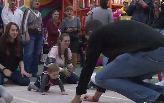 В Бердянске состоялся чемпионат города по скоростному ползанию среди младенцев