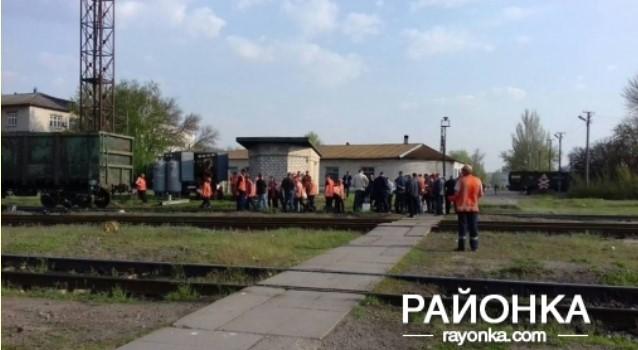 В Пологах с рельсов сошел локомотив