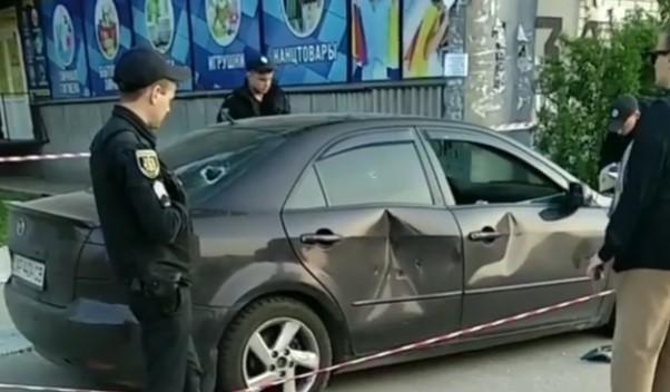 На Бабурке неизвестные расстреляли авто марки Mazda, – ВИДЕО