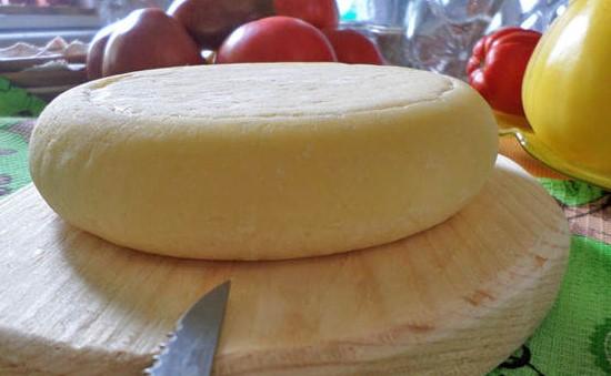 Твердый сыр можно сварить самому