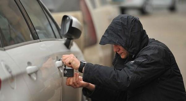Полицейские Запорожья напомнили водителям, как защитить свой автомобиль от угона