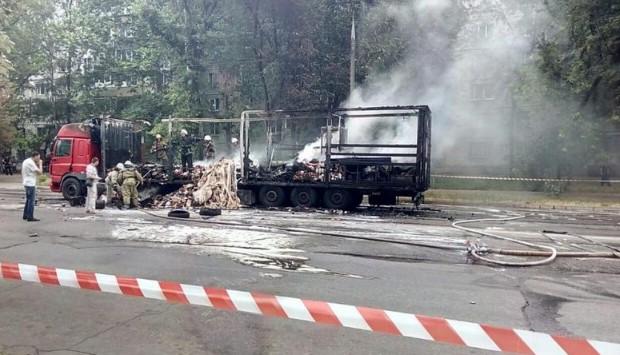 В центре Запорожья сгорела фура с продуктами, – ФОТО, ВИДЕО
