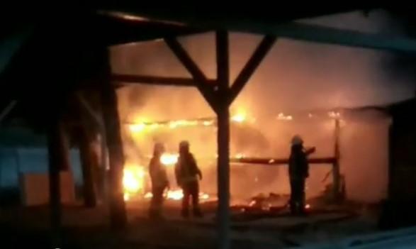 В Запорожье на Набережной до тла сгорело кафе, – ВИДЕО