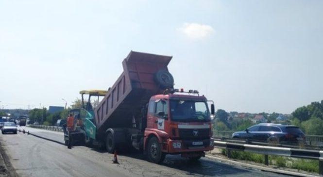 В Шевченковском районе Запорожья ремонтируют аварийный мостовой переезд